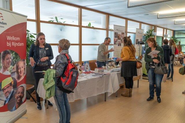De informatiemarkt op het symposium MS en werk