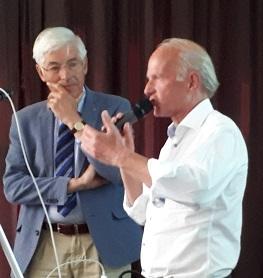 Voorzitter Eric van Munster van de Medische Adviescommissie met Jan van Amstel